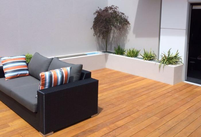 Planter boxes for texture and interest in the courtyard landscape design