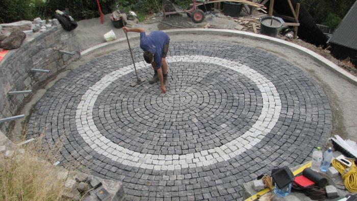 Circular cobblestone paving
